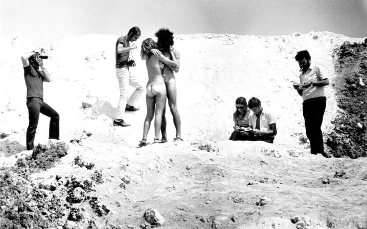 01_-SIRIO-LUGINBUHL-AMARSI-A-MARGHERA-IL-BACIO-1970-FILM8MM-COURTESY-ARCHIVIO-PRIVATO-ANTONIO-CONCOLATO-PADOVA-1080x675